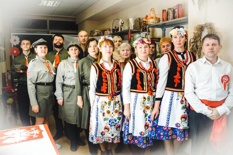 Автономия «Полония» поёт гимн